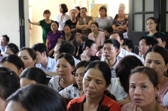 Phiên tòa thu hút khá đông người tham dự