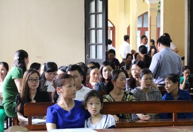 Mẹ con chị Hà tại phiên tòa