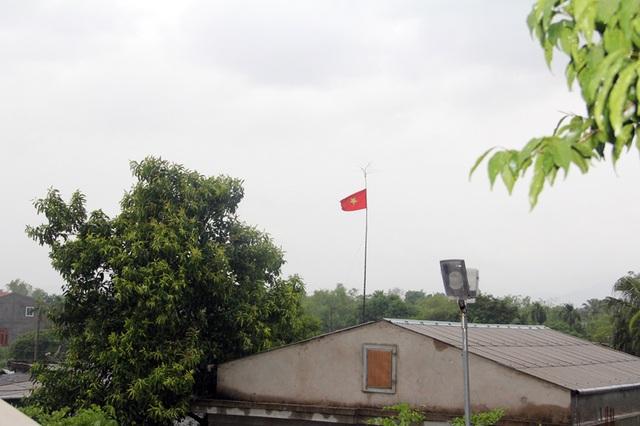 Tại Hà Tĩnh, sau khi xuất hiện gió lớn vào giữa buổi sáng, đến tầm trưa, gió bão nhẹ hơn, thậm chí có thời điểm gió ngưng thổi. Theo kinh nghiệm dân gian, đây là dấu hiệu bão sắp đổ bộ vào đất liền.