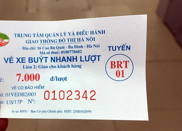 Mức vé xe buýt nhanh là 7000 đồng/lượt như mức phí buýt thường nhưng chất lượng tốt hơn
