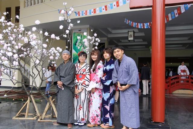 Sinh viên Đà Lạt hóa thân thành những chàng trai, cô gái người Nhật trong Lễ hội Văn hóa Nhật Bản