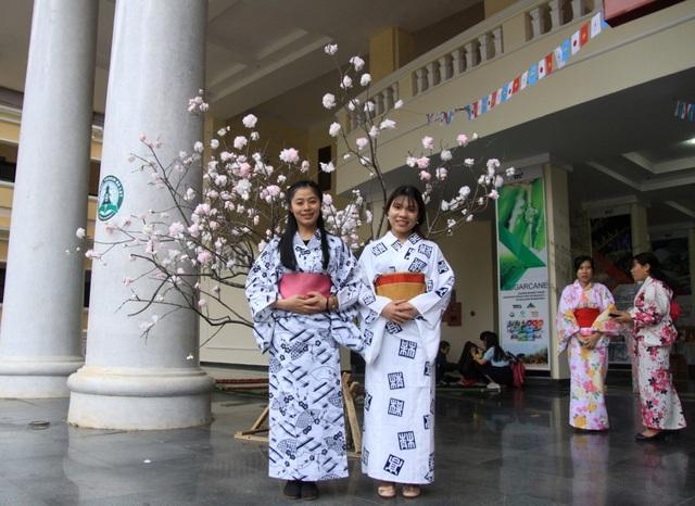 Những thiếu nữ duyên dáng trong trang phục truyền thống Nhật Bản