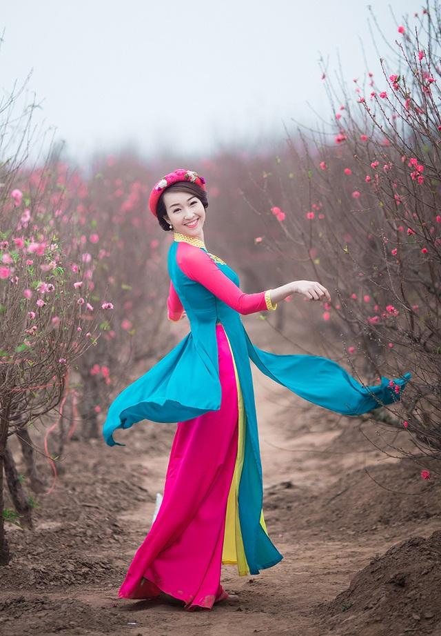 Trang Nhung hết sức ăn ảnh trong bộ trang phục lạ này.