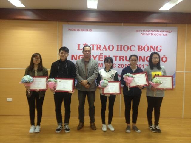 Trao 75 suất học bổng Nguyễn Trường Tộ đến sinh viên 6 trường đại học - 5