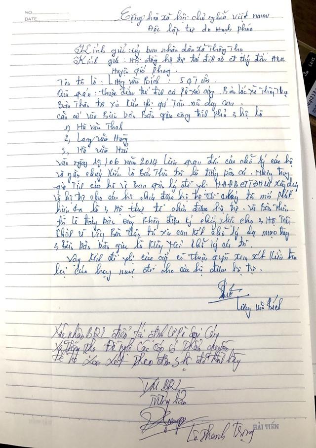 Bức xúc bị giả mạo chữ ký, ông Bích - nguyên trưởng bản Lốc cũng làm đơn gửi cơ quan chức năng.