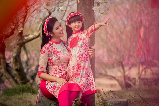 Hoa hậu Ngọc Hân xúng xính áo dài du xuân cùng dàn mẫu nhí - 11