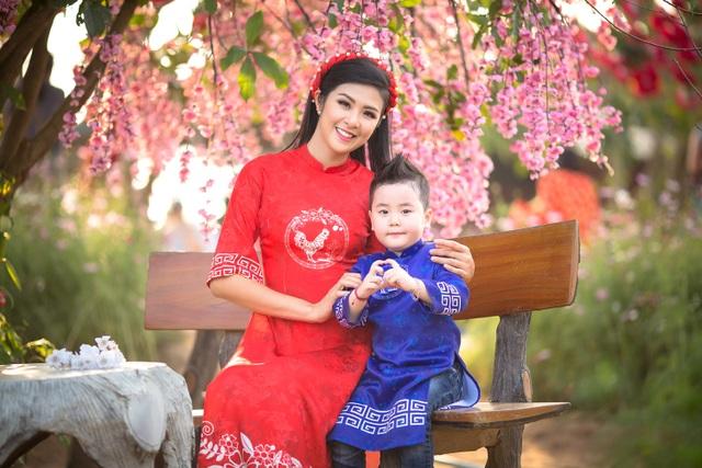 Hoa hậu Ngọc Hân xúng xính áo dài du xuân cùng dàn mẫu nhí - 8