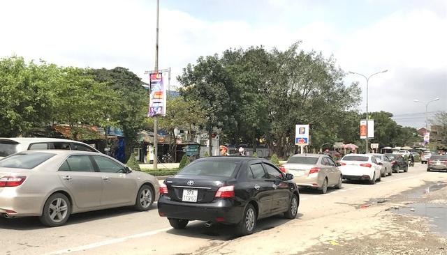Quốc lộ 1A đoạn qua địa bàn TP Vinh bị ách tắc cục bộ.