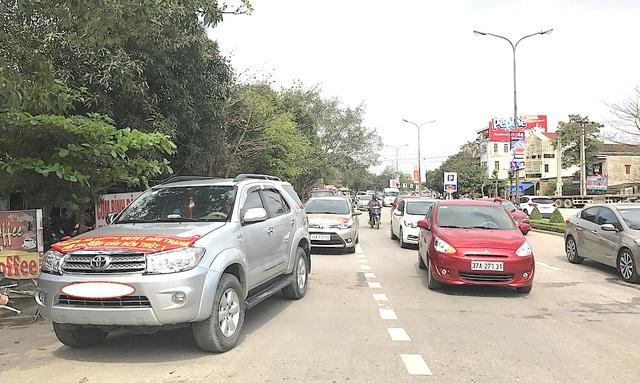 Dân tiếp tục đưa ô tô chặn cầu Bến Thủy 1 phản đối việc thu phí - 4