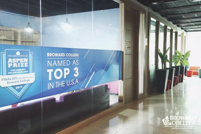 Broward College Vietnam địa chỉ 143 Lý Chính Thắng, P.7, Q.3, HCM - đào tạo hai năm tại Việt Nam. Hai năm tiếp theo chuyển tiếp Đại học tại Mỹ hoàn thành bằng Cử nhân.