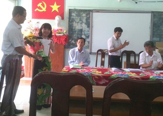 Ngày 24/4, cô Thu chính thức được Chủ tịch UBND huyện Vĩnh Thuận phục chức vụ Hiệu trưởng trường tiểu học thị trấn 1