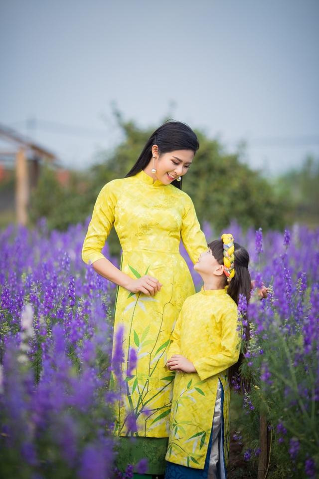 Hoa hậu Ngọc Hân xúng xính áo dài du xuân cùng dàn mẫu nhí - 3