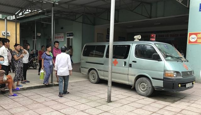 Người nhà đưa nạn nhân về quê.