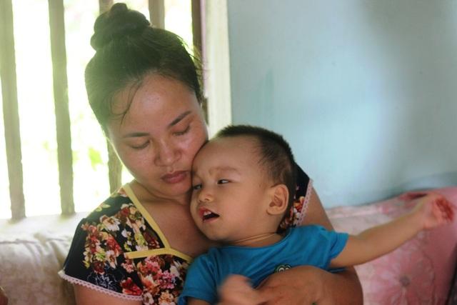 Trái tim người mẹ dù đau đến tứa máu cũng chỉ biết nuốt nước mắt chảy ngược vào trong