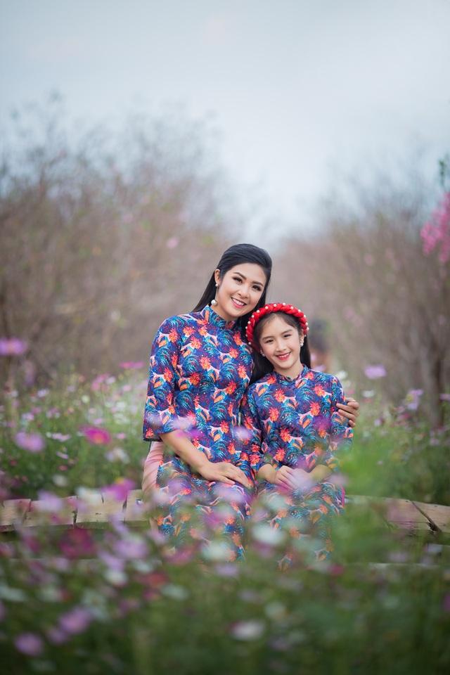 Hoa hậu Ngọc Hân xúng xính áo dài du xuân cùng dàn mẫu nhí - 7