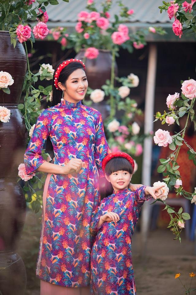 Hoa hậu Ngọc Hân xúng xính áo dài du xuân cùng dàn mẫu nhí - 5