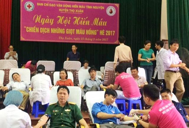 Hàng nghìn người tham gia ngày hội hiến máu
