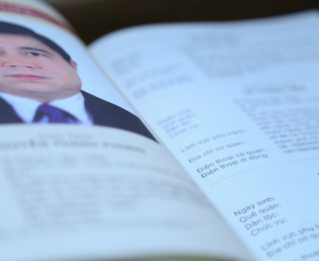 Lần đầu tiên thông tin (tên, địa chỉ, điện thoại cơ quan, điện thoại di động được phép công bố) của các lãnh đạo được công khai (Ảnh: Lý Thành)