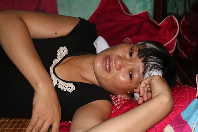 Chồng mất, người phụ nữ đau ốm, bất lực, cứ mỗi khi nghĩ đến những đứa con, chị Đào không thể nào cầm được nước mắt.