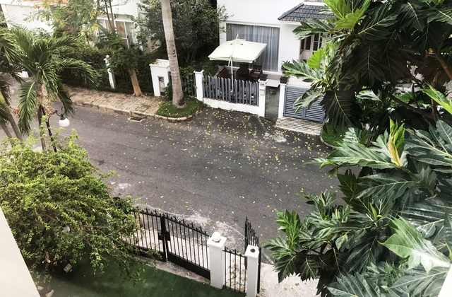 Vị trí từ căn biệt thự, từng là xưởng sản xuất ma túy, nhìn xuống đường Mỹ Kim 2, KĐT Phú Mỹ Hưng, quận 7.