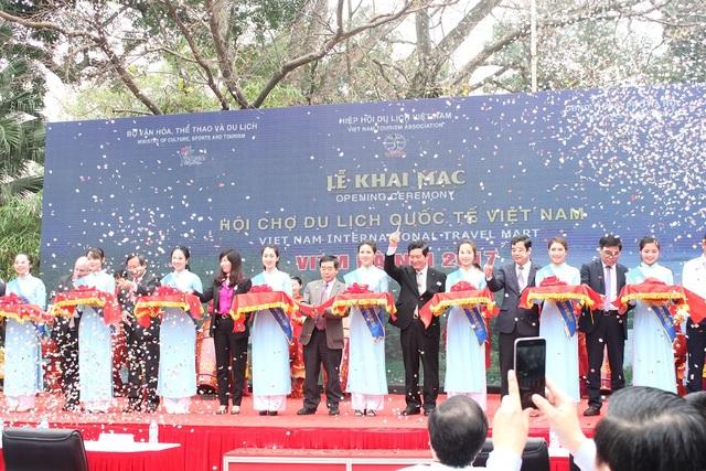 Lễ cắt băng khai mạc Hội chợ Du lịch Quốc tế Việt Nam 2017
