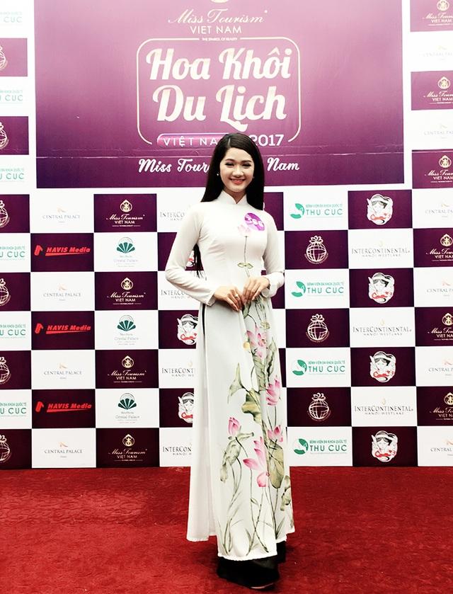 Hà Thị Thảo mặc áo dài tham gia các cuộc thi người đẹp tạo được ấn tượng tốt với BGK và khán giả.