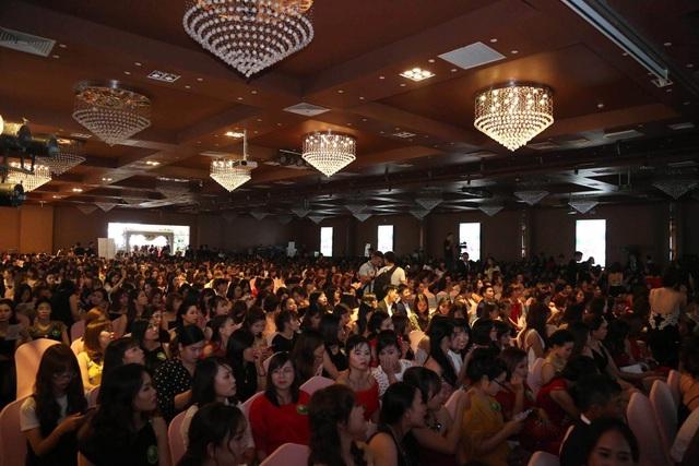 Mỹ Phẩm Linh Hương làm đại tiệc với con số khách mời tham dự lên đến 2000 người .