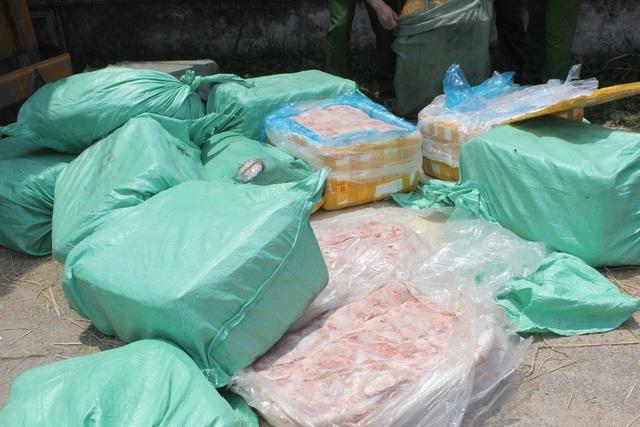 Hơn 2 tấn nội tạng động vật được bắt giữ