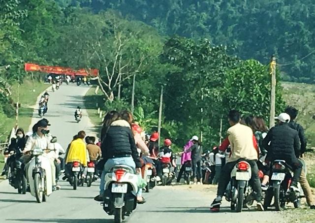 Phần lớn người tham gia giao thông không đội mũ bảo hiểm là thanh niên