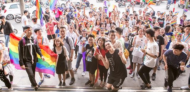Với những người trong cộng đồng LGBT trên toàn thế giới, tháng tự hào đã qua đi nhưng hành trình tự hào của cộng đồng người đồng tính, song tính, chuyển giới tại Việt Nam vẫn bền bỉ với hy vọng sẽ đem đến những điểm sáng mới. Năm 2015, khi Việt Nam chính thức công nhận quyền của người chuyển giới, cả cộng đồng LGBT tại Việt Nam như vỡ òa trong hạnh phúc. Đây không chỉ là bước tiến lớn với những người chuyển giới mà còn mang đến những hy vọng cho những người song tính, đồng tính... tại Việt Nam.