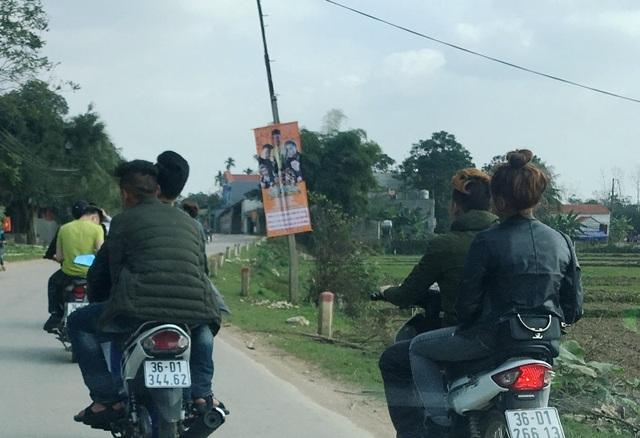 Nam thanh nữ tú vô tư quên luật giao thông