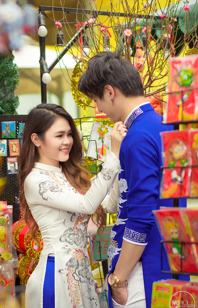 """Cặp đôi """"đũa lệch"""" Việt Nam - Na Uy rủ nhau đi dạo phố sắm Tết - 10"""