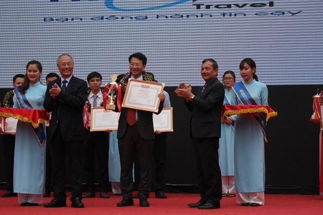 Tại Lễ Bế mạc VITM Hà Nội 2017, Hiệp hội Du lịch Việt Nam cũng tôn vinh 10 doanh nghiệp lữ hành hàng đầu đưa khách du lịch ra nước ngoài năm 2017. Ban Tổ chức Hội chợ đã trao 20 giải thưởng cho các gian hàng ấn tượng, trong đó có 14 gian hàng của Việt Nam và 6 gian hàng quốc tế.