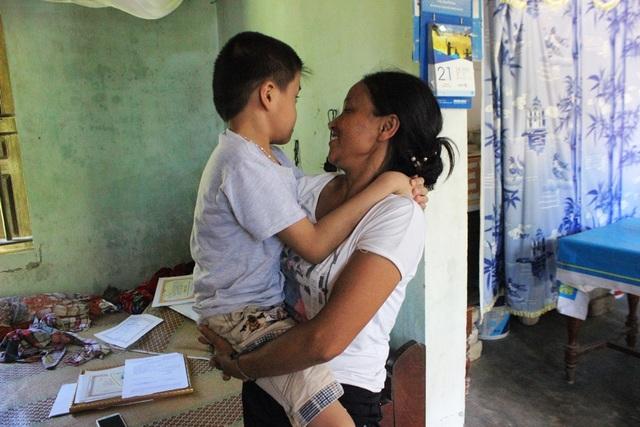 Mẹ chính là đôi chân đến trường của Quang