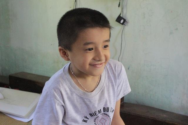 Quang là gương mặt nhỏ tuổi nhất được vinh danh là Gương điển hình tiên tiến học tập và làm theo tấm gương đạo đức Hồ Chí Minh do BTV tỉnh ủy Hà Tĩnh trao tặng