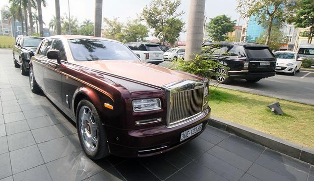 Trong đám cưới của Hoa hậu Thu Ngân, Rolls Royce là cái tên được nhiều đại gia lựa chọn để xuất hiện.