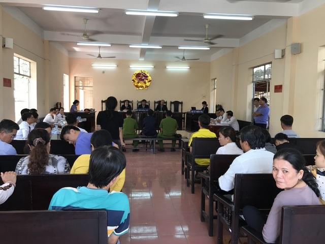 Phiên toà có 11 luật sư tham gia bào chữa cho bị cáo Trần Minh Đức.