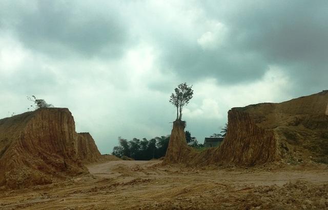 Điểm khai thác đất tại xã Xuân Phú