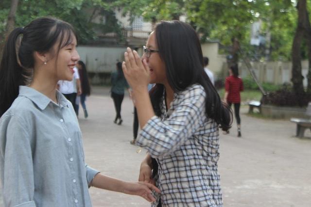 Cùng bắt tay chúc mừng nhau sau buổi thi cuối