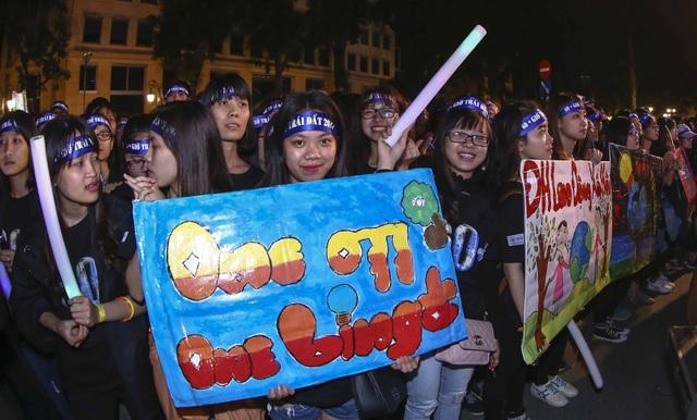 Nhiều thanh niên, sinh viên tham gia ủng hộ sự kiện Giờ trái đất