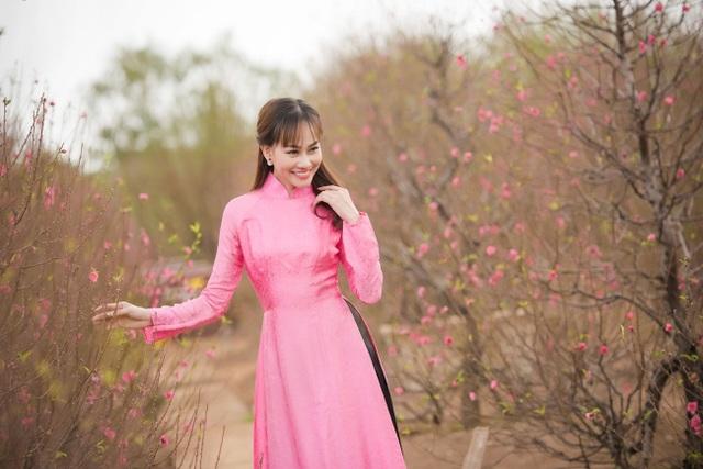 """Á hậu Kim Duyên tự tin diện áo dài sau nghi án """"dao kéo"""" vòng 3 - 8"""