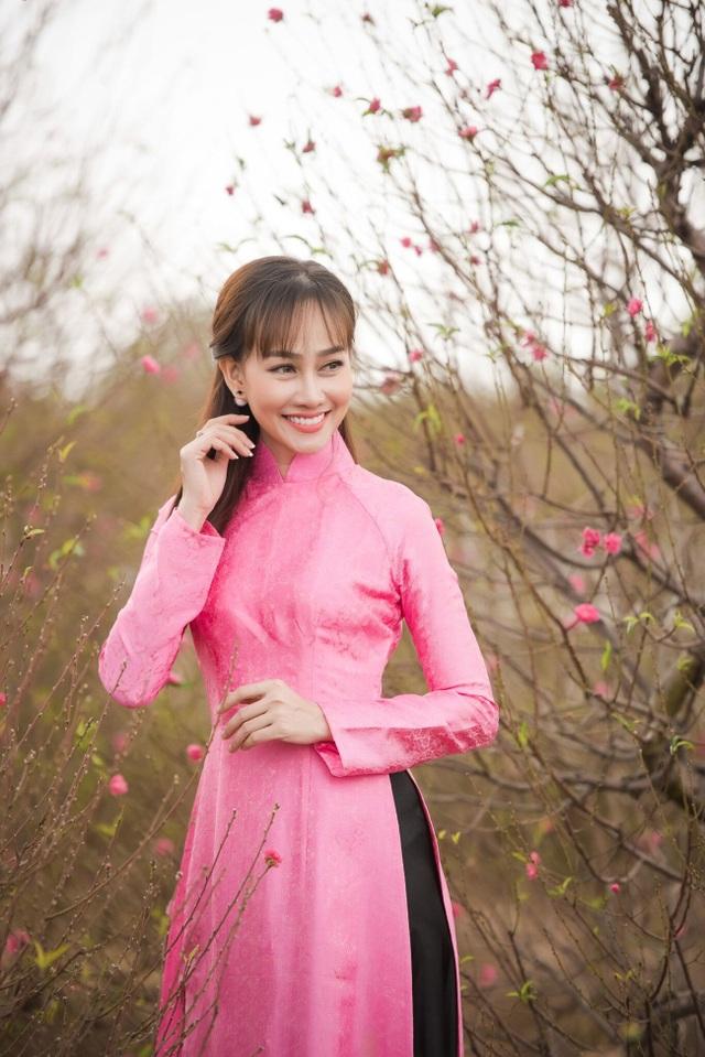 """Á hậu Kim Duyên tự tin diện áo dài sau nghi án """"dao kéo"""" vòng 3 - 7"""