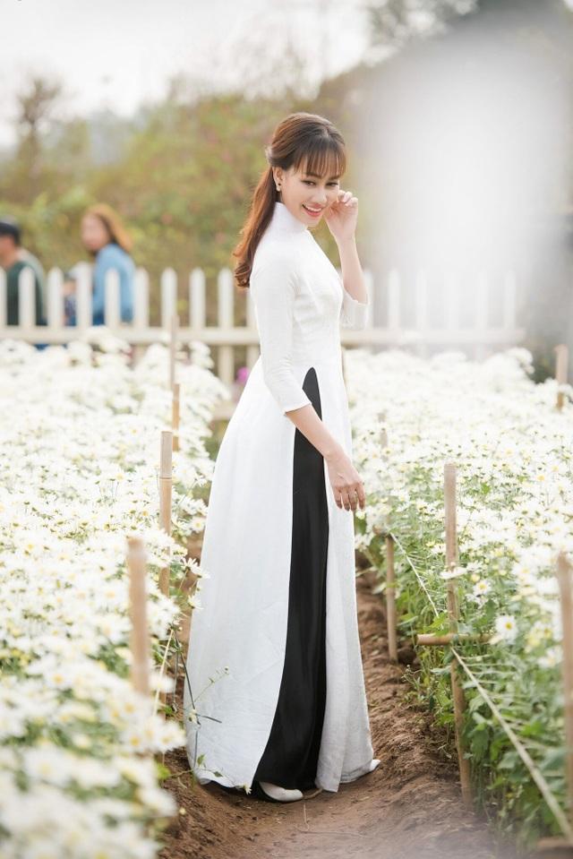 """Á hậu Kim Duyên tự tin diện áo dài sau nghi án """"dao kéo"""" vòng 3 - 5"""