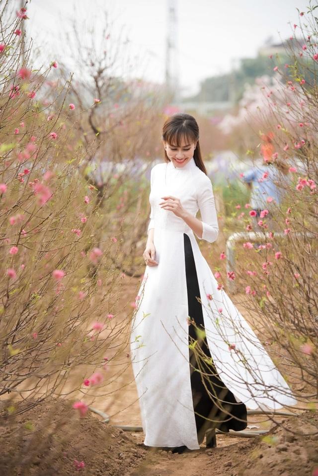 """Á hậu Kim Duyên tự tin diện áo dài sau nghi án """"dao kéo"""" vòng 3 - 4"""