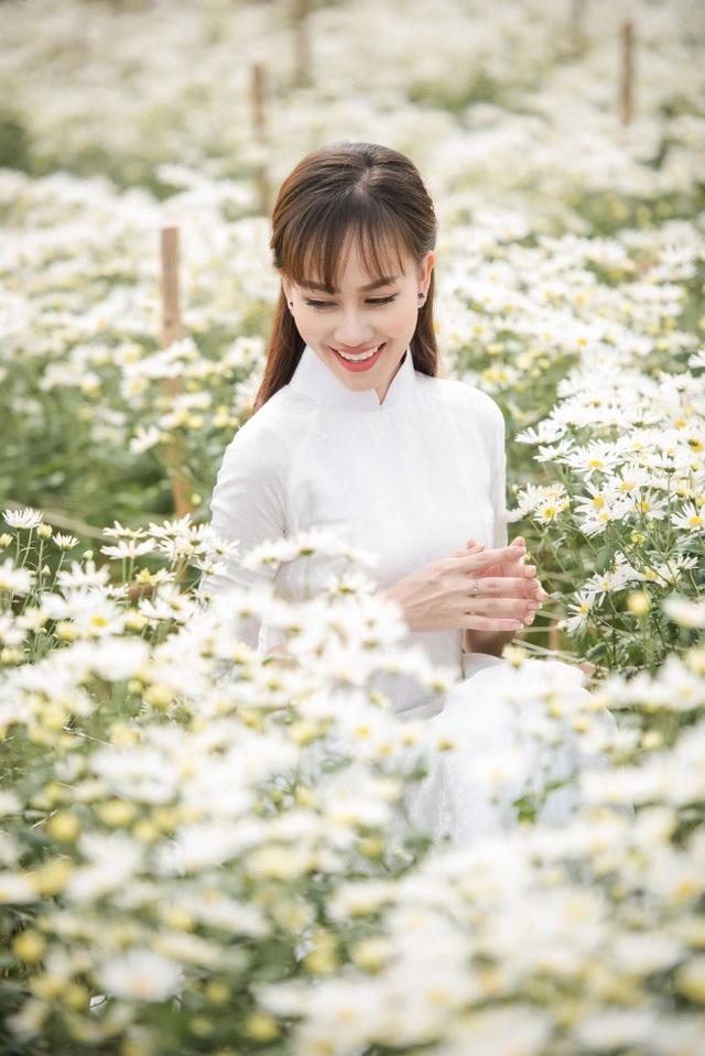 """Á hậu Kim Duyên tự tin diện áo dài sau nghi án """"dao kéo"""" vòng 3 - 3"""