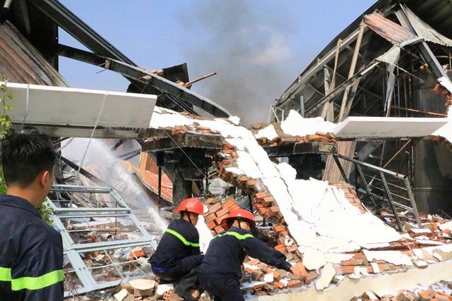 Cháy dữ dội, xưởng sơn trên 1.000 m2 bị thiêu rụi - 9