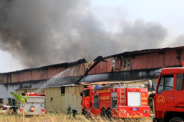 Cháy dữ dội, xưởng sơn trên 1.000 m2 bị thiêu rụi - 3
