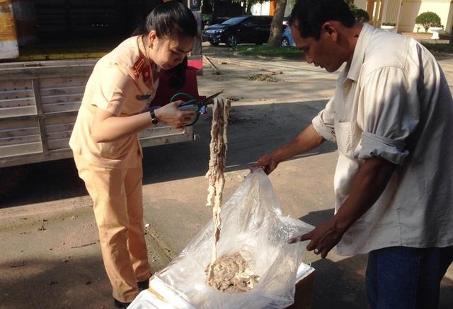 1,6 tấn thực phẩm bẩn được ngăn chặn kịp thời trước khi tuồn ra thị trường