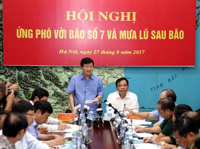 Phó Thủ tướng Trịnh Đình Dũng đề nghị các Bộ, ngành, địa phương cần tập trung ở mức cao nhất để đề phòng, ứng phó với mưa lũ sau bão số 7.