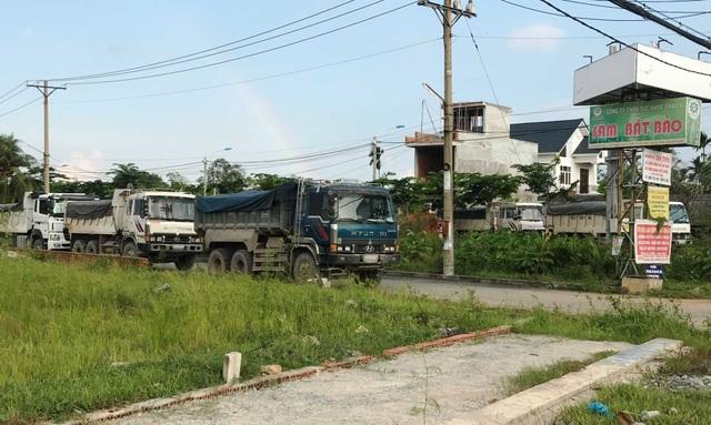 Hàng loạt xe tải nặng lưu thông vào đường cấm xe tải đã tìm nơi trú ẩn.